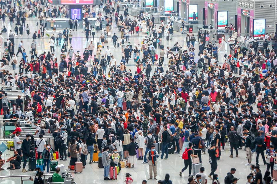Chinese people embrace long-distance travel as epidemic wanes