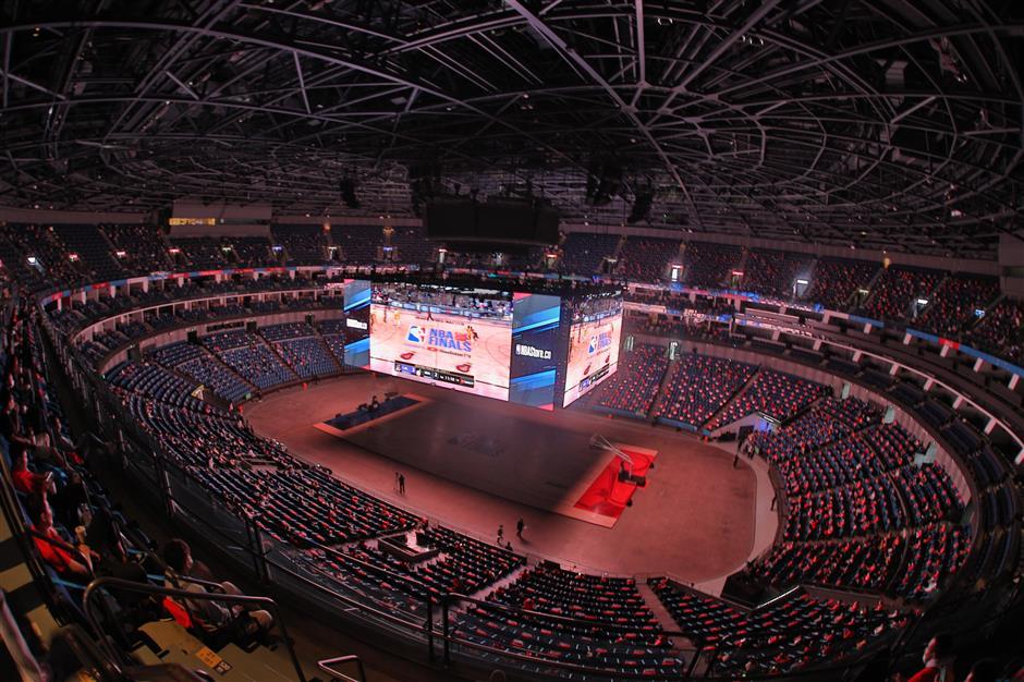 4,000 local fans gather to watch NBA Finals match