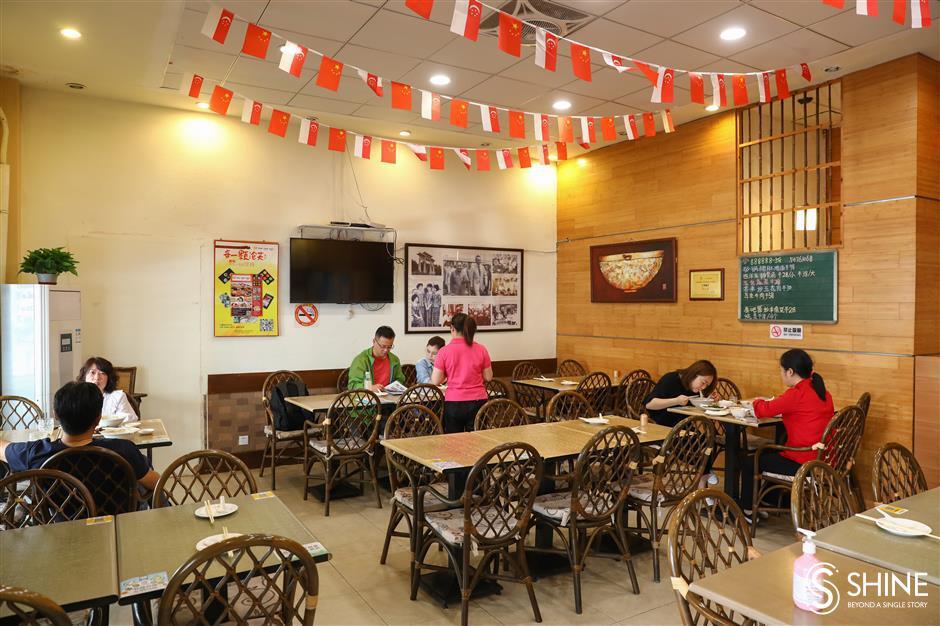 How to savor authentic Singapore cuisine