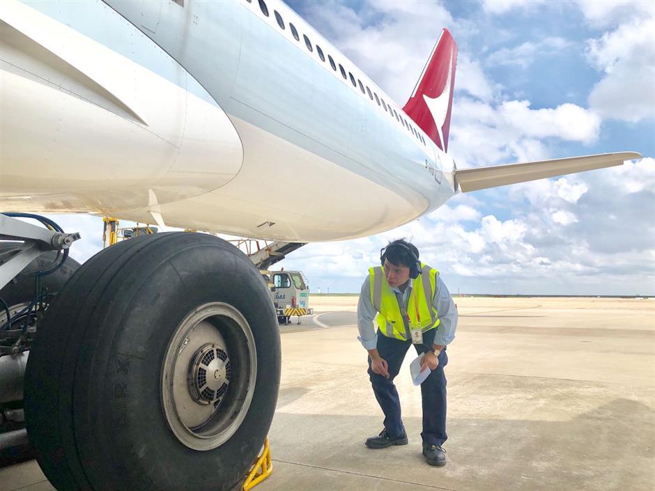 Aircraft mechanic becomes online sensation as an English teacher