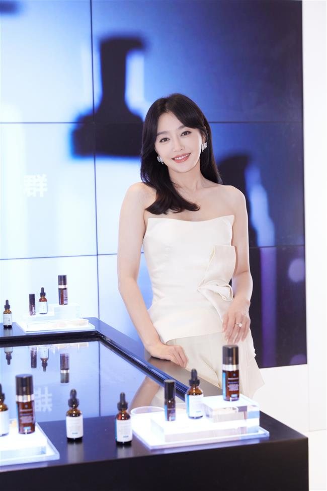 Actress stresses eye care at product launch