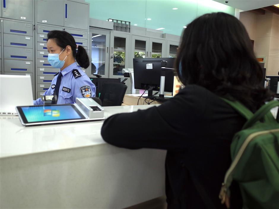 Police forces make hukou transfers easier