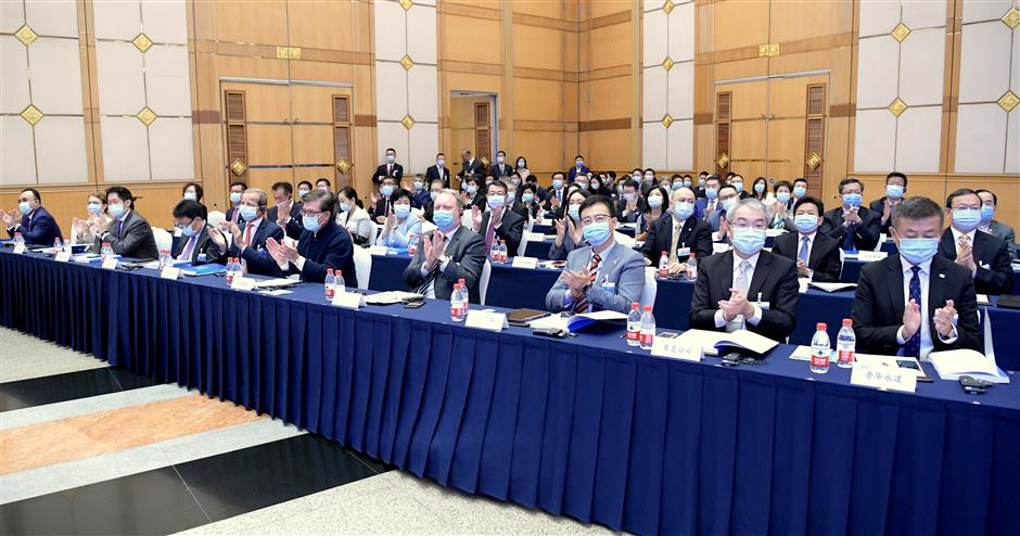 Shanghai underscores commitment to resilience, development