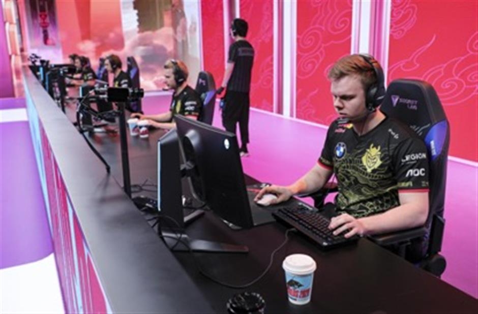 Chinese eSports teams vie for final place