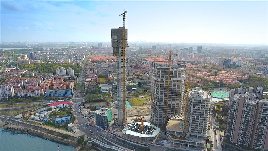 Yangtze River sightseeing tower takes shape