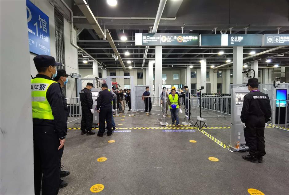 Shanghai police work to ensure pandemic-free CIIE