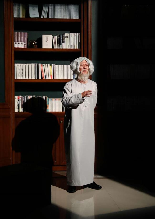 VIPs step out of the past in bookshop theatrical
