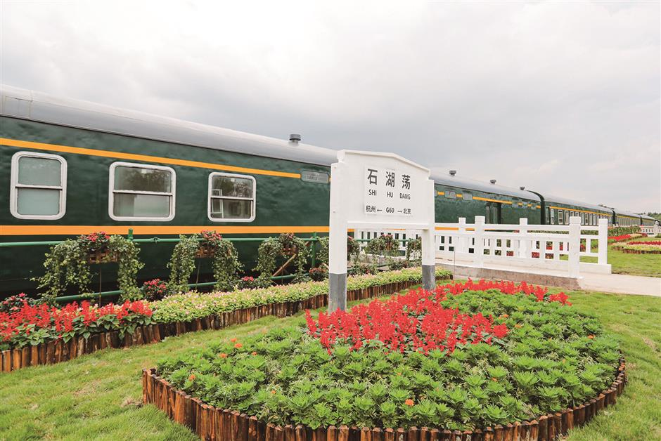 Old train stops at Dongxiato recall the good old days