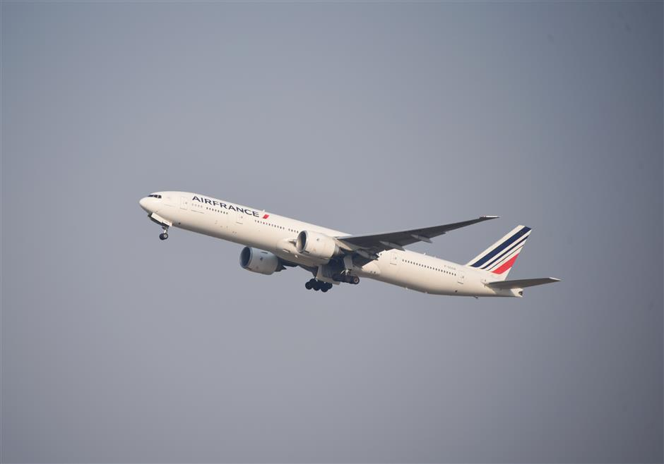 Weeks suspension for Paris-Shanghai flight