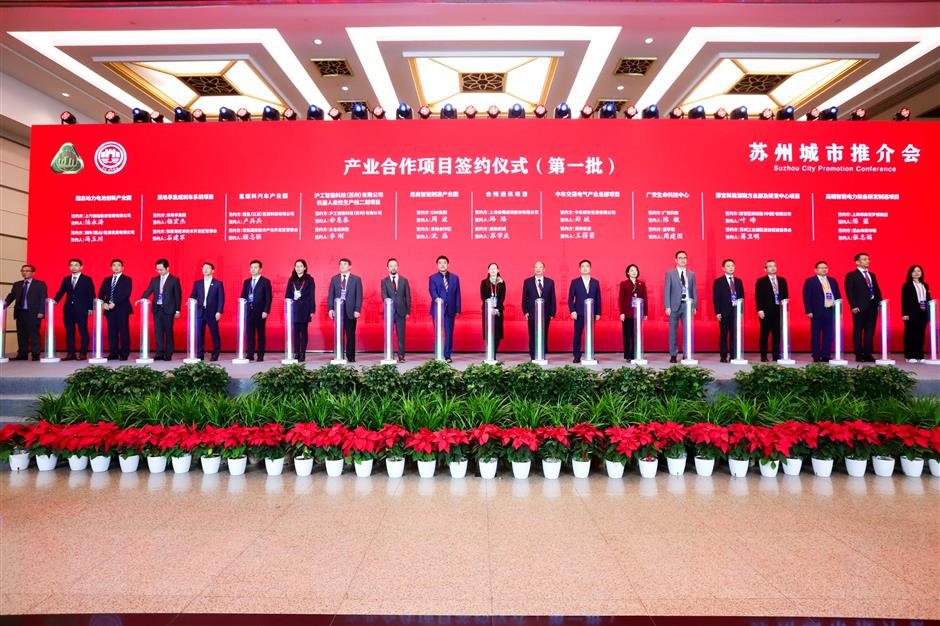 Suzhou signs 90 agreements with Shanghai