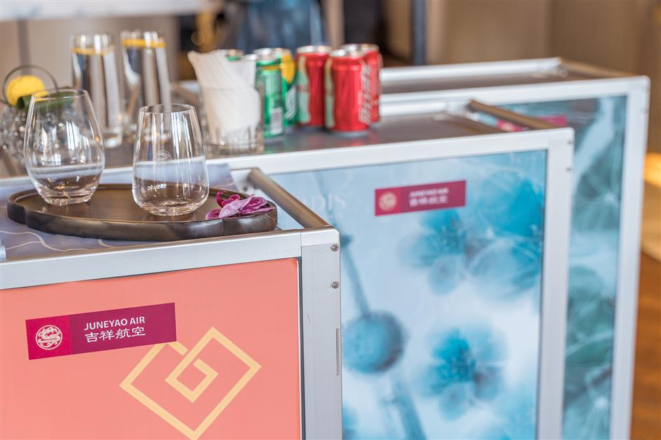 Bon Appétit to air travelers with colorful trolley