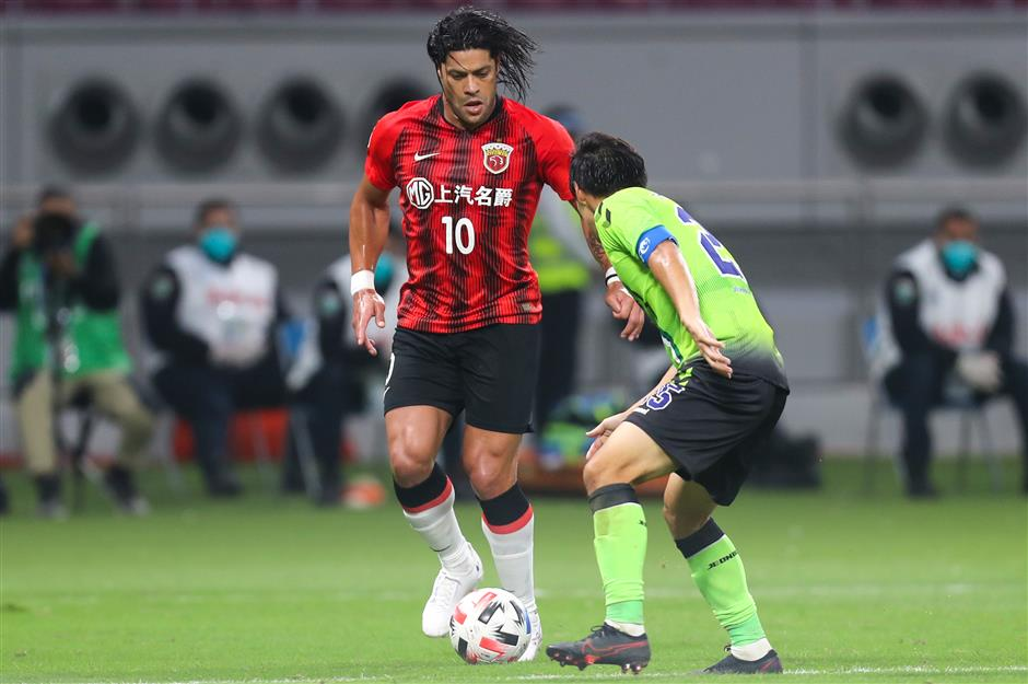 Hulk smashes home late penalty to earn SIPG ACL win