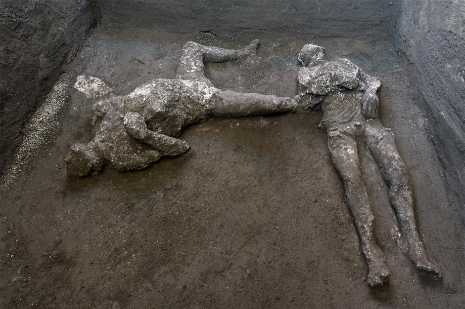Skeleton of rich man, slave fleeing Pompeii found