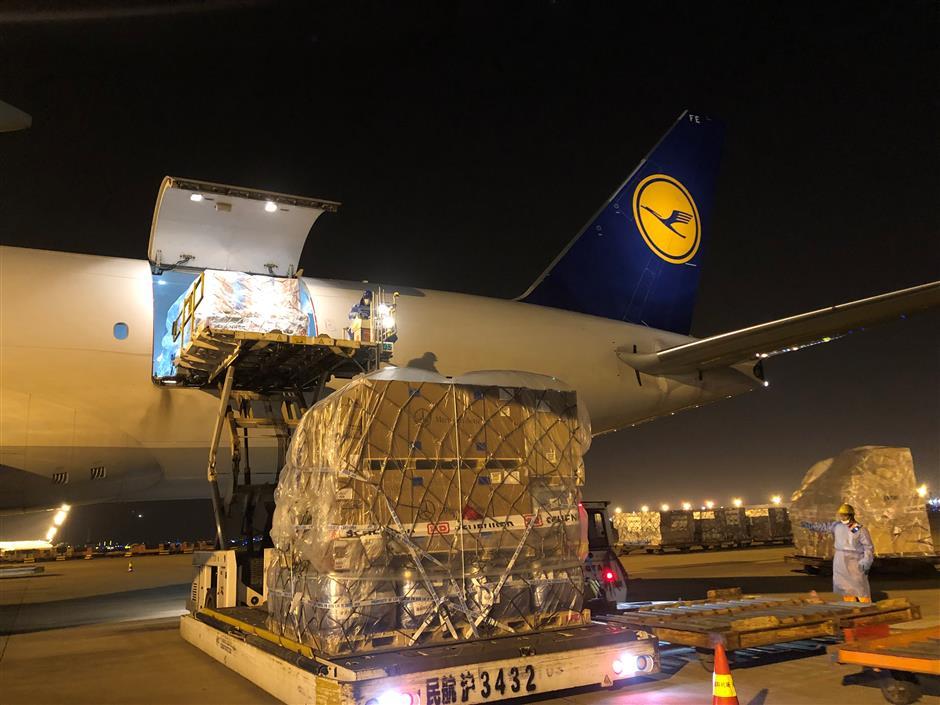 First CO2-neutral freight flight flies in
