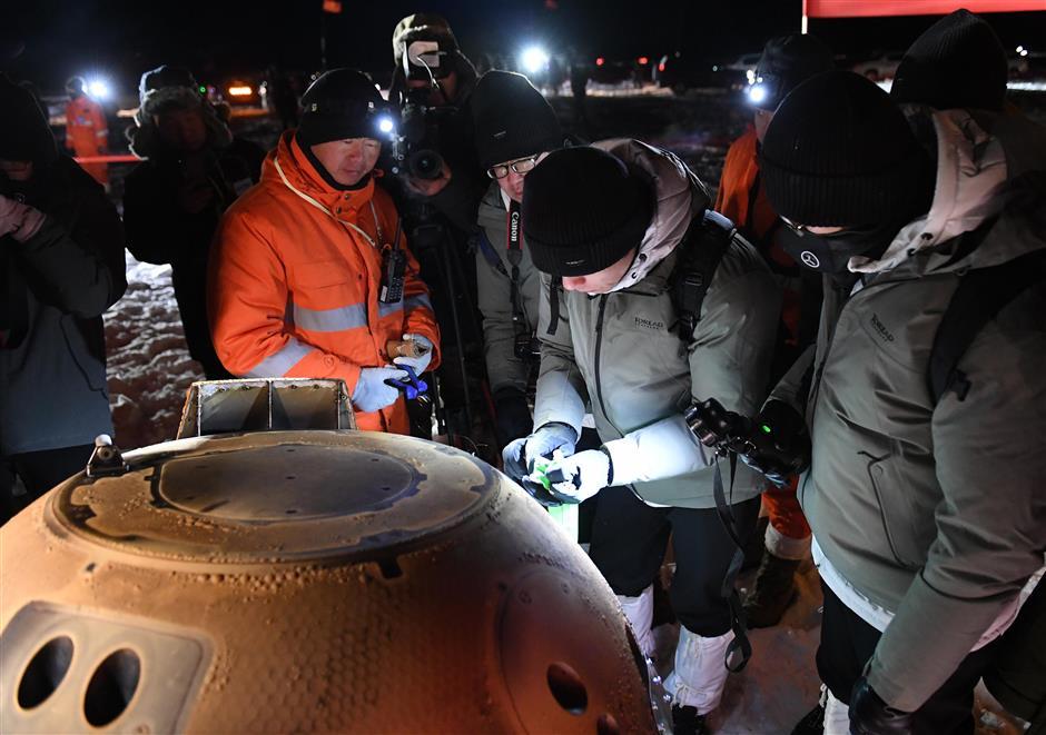 Chinas spacecraft brings home moon samples