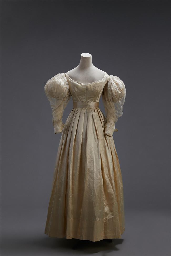 The elegance of wedding dresses through the ages