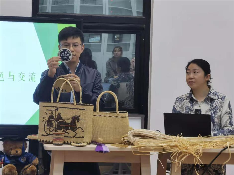 Students talking your language about Chinas intangible cultural heritage