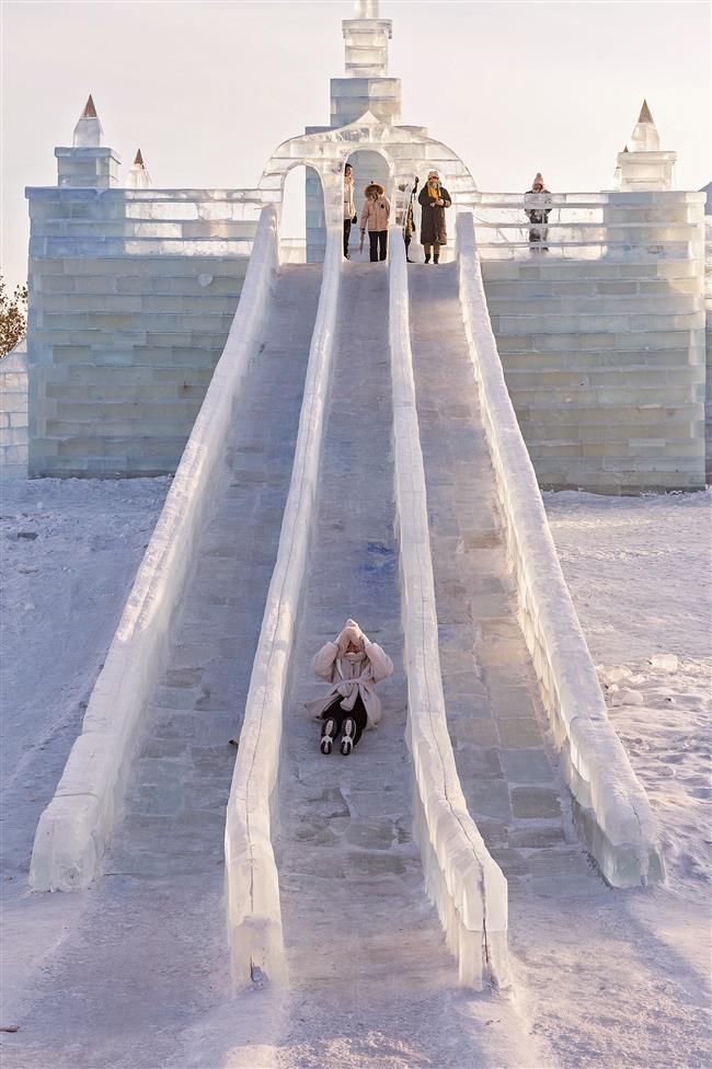Freezing fun warms wintertime hearts across China