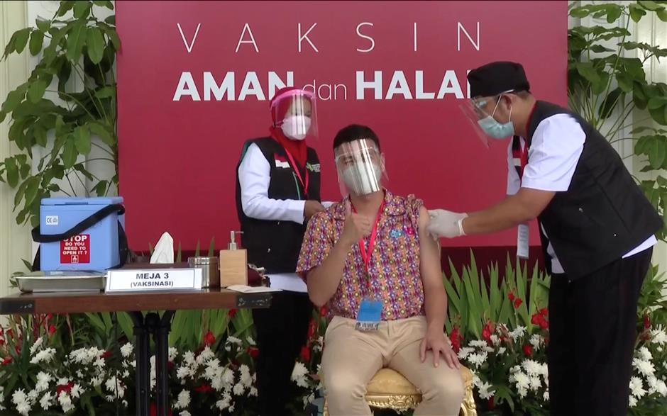 Indonesias Net celebs help push virus shots