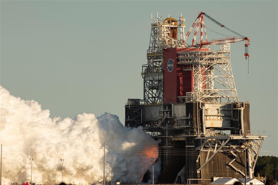 Test run of NASAs new lunar rocket ends abruptly