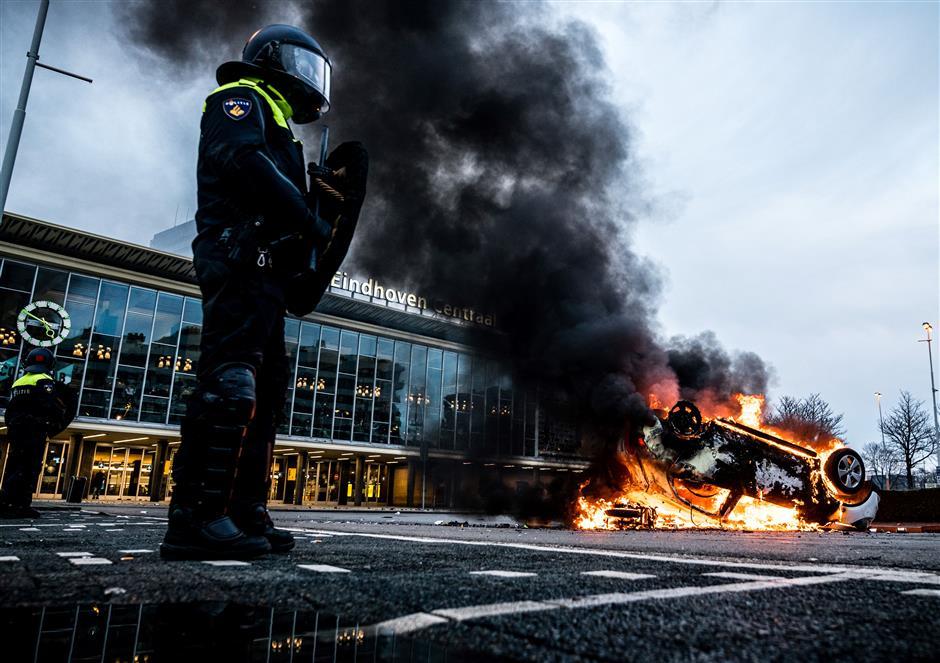 Anti-curfew turmoil sweeps the Netherlands