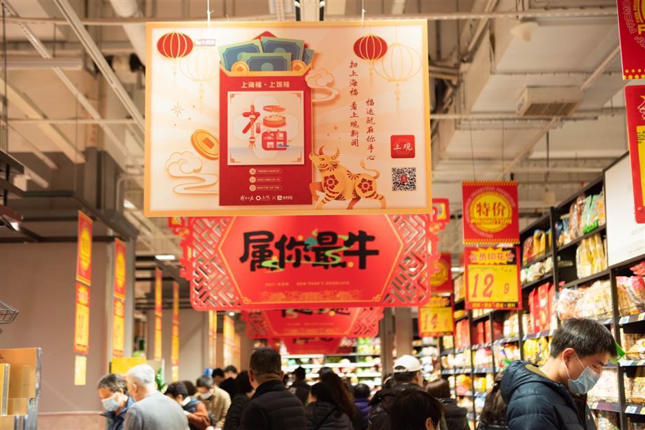 Online companies and piles of cash turn hongbao digital