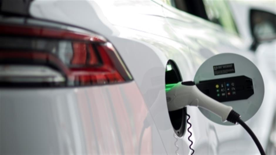 Plug-in hybrids stay the course amid electric-vehicle dominance