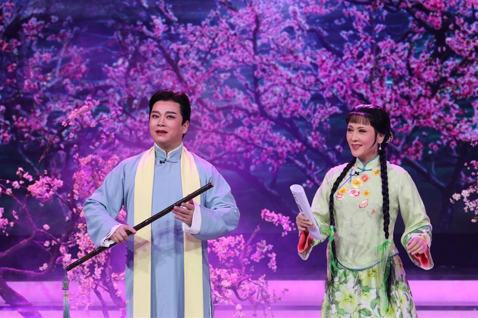 Lantern Festival gala sheds light on local artists