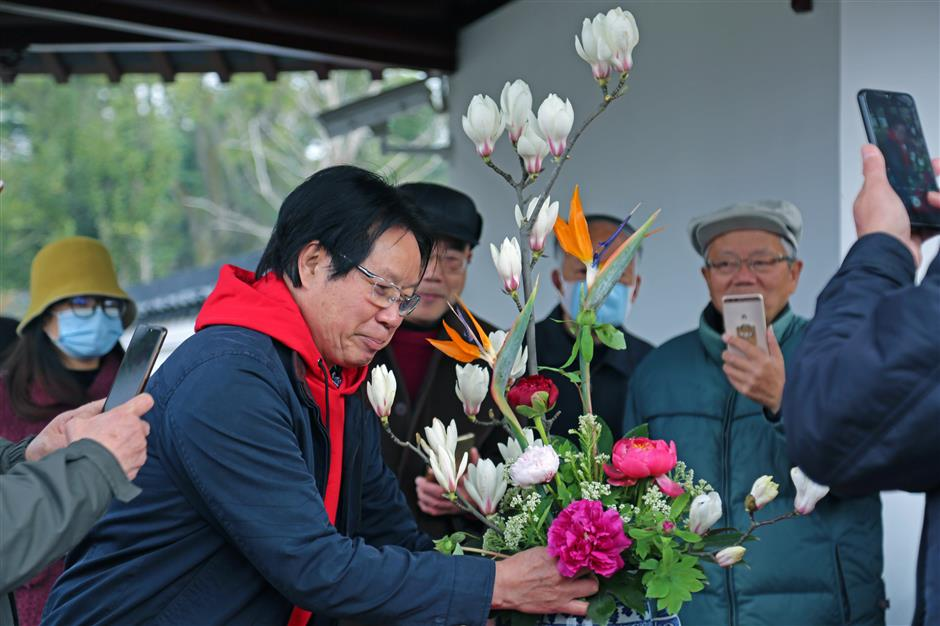 Blossoming peony garden opens in Xuhui today