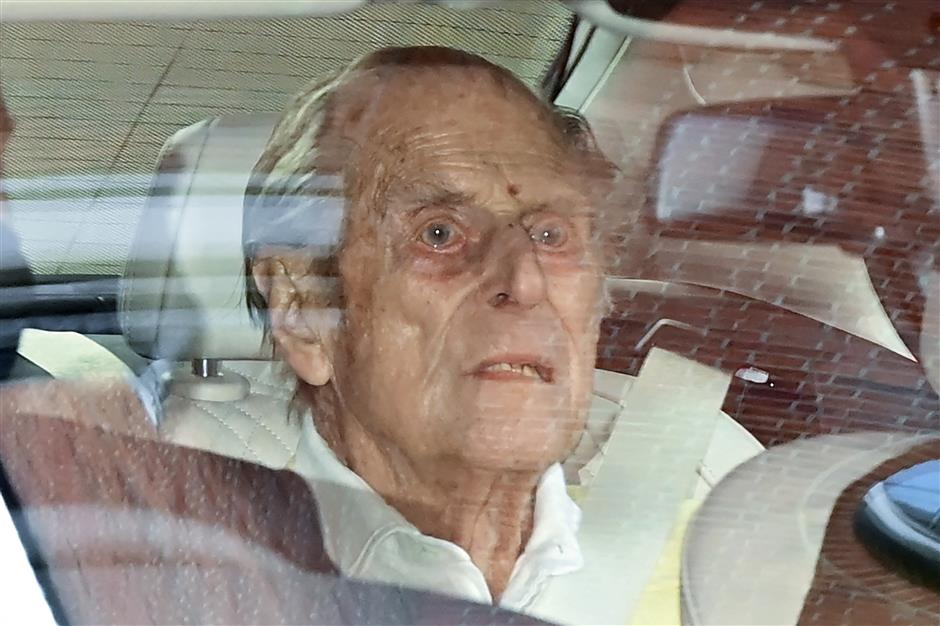 UKs Prince Philip returns to castle after health scare