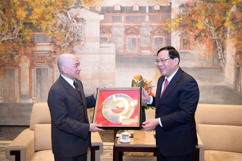 Cambodian king dazzled during trip to Shanghai