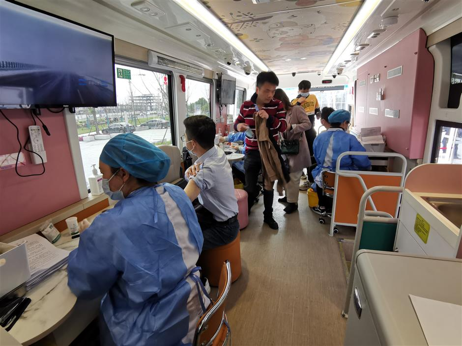 Vaccine vehicle as jab drive goes mobile