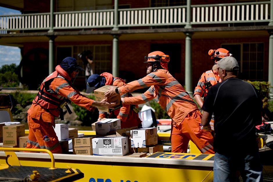 2 die, 40,000 flee wild floods in Australia