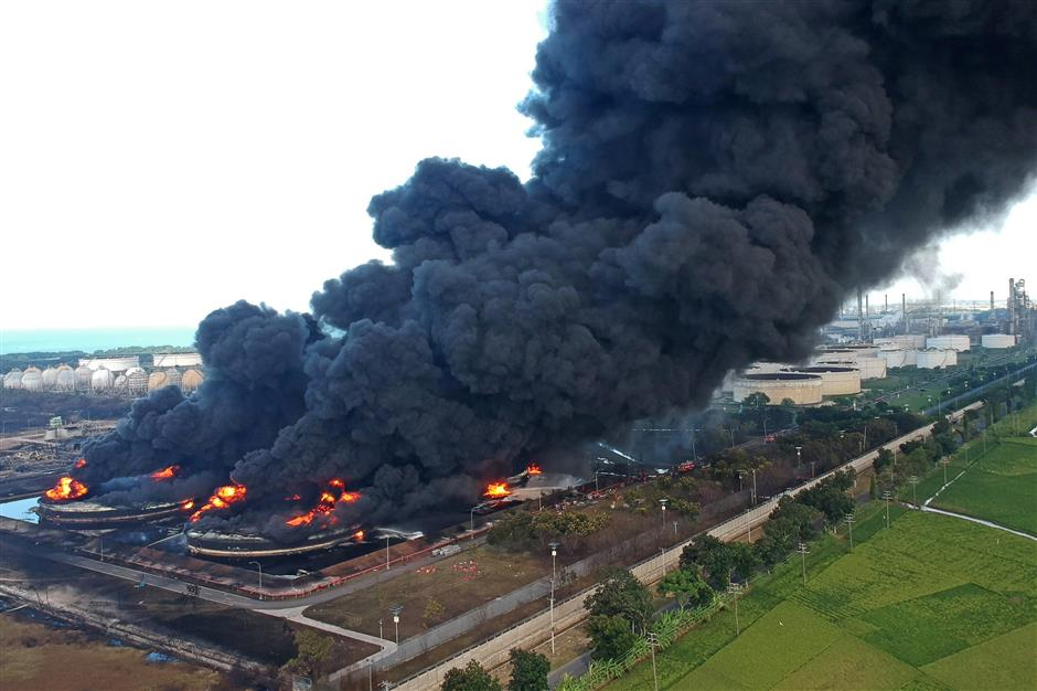 Fire engulfs Indonesia oil refinery after explosion
