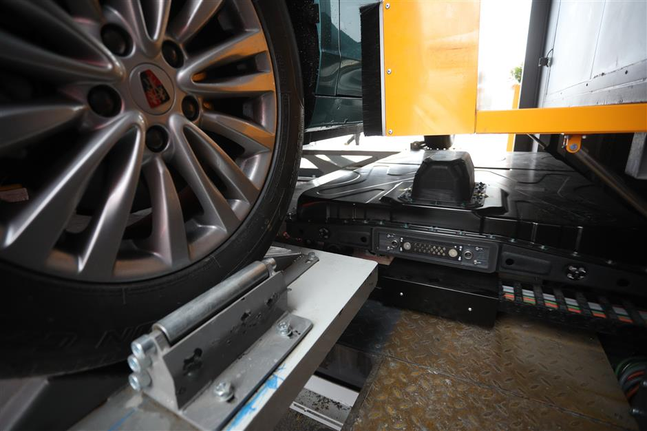 The battery bugaboo of electric cars: Is there a better charging option?