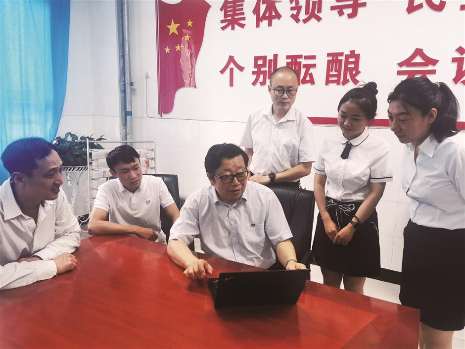 China honors pairs efforts in educating rural students