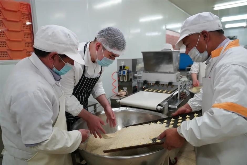 Young people with autism learn dim sum skills
