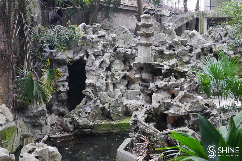 Obscurity lends magical charm to an old villa garden