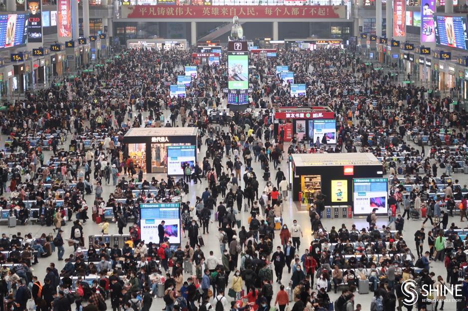 Qingming holiday crowd packs railways, flights