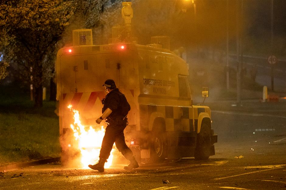 Northern Ireland hit by violence for a third night