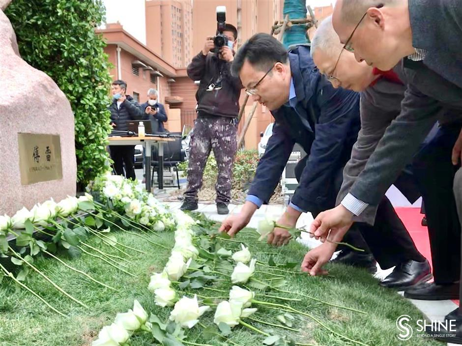 Statue unveiled in translator Fu Leis honor