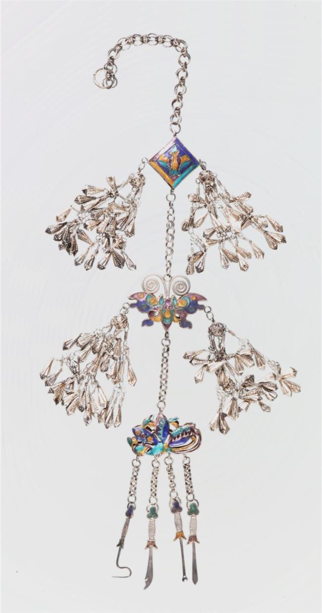 Exploring Hani culture through decorated clothing