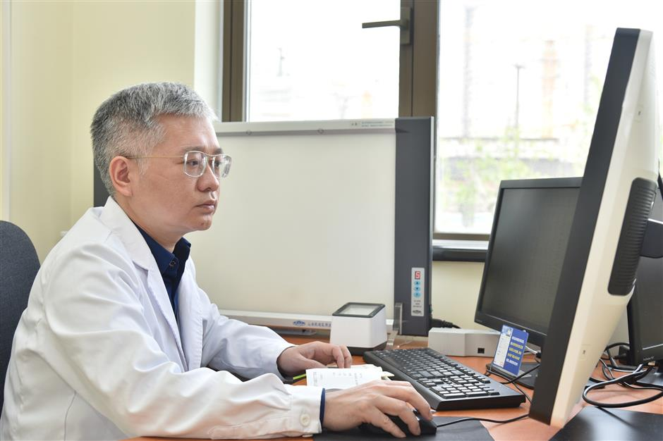 Shanghai doctors battle top killer cancer