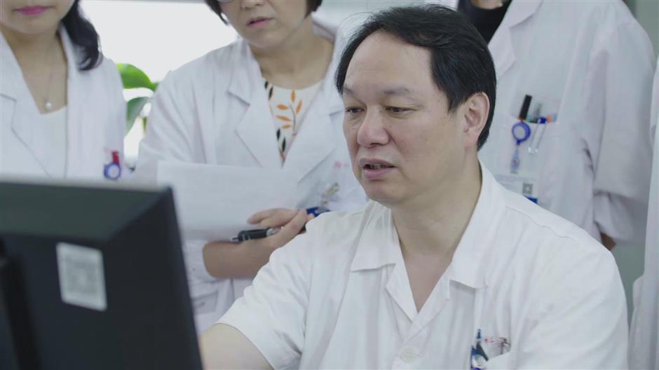 Shanghai doctors battle top killer cancer