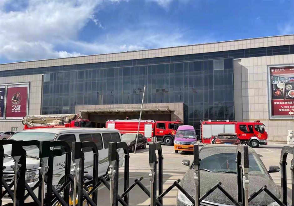 2 firefighters dead, 1 injured in Beijing blaze