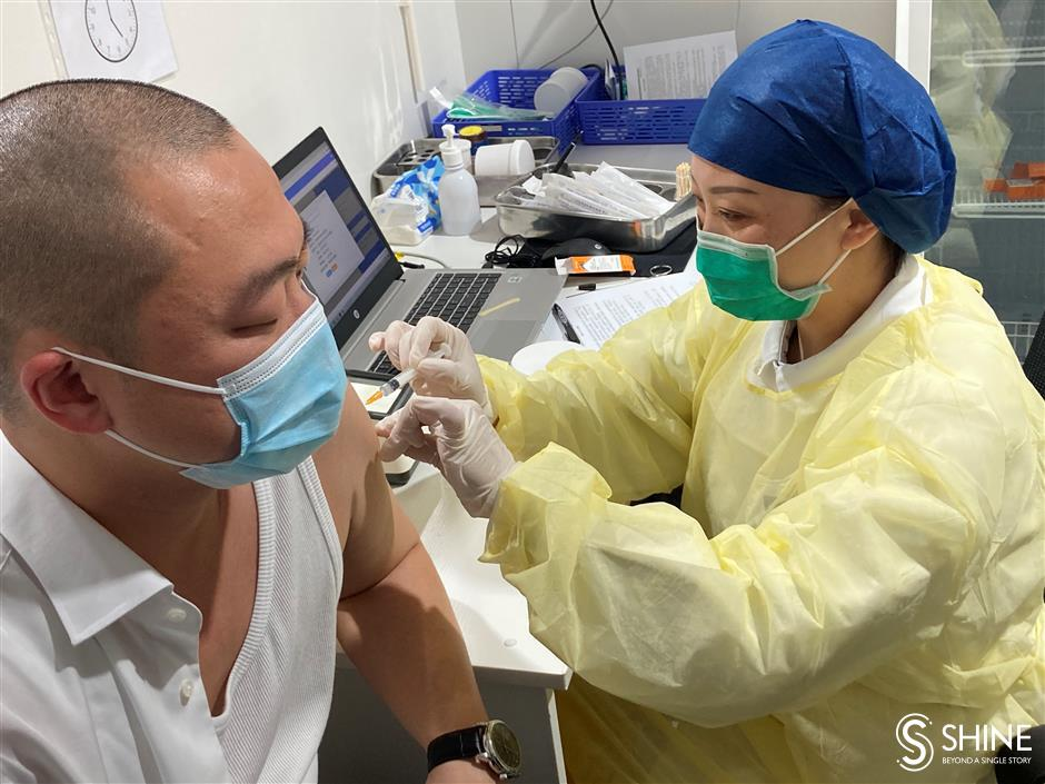 First batch of Taiwan residents get COVID-19 jab in Shanghai