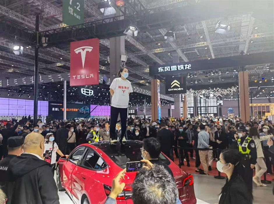 Woman gets 5-day detention after alleging Tesla brake failure at auto show