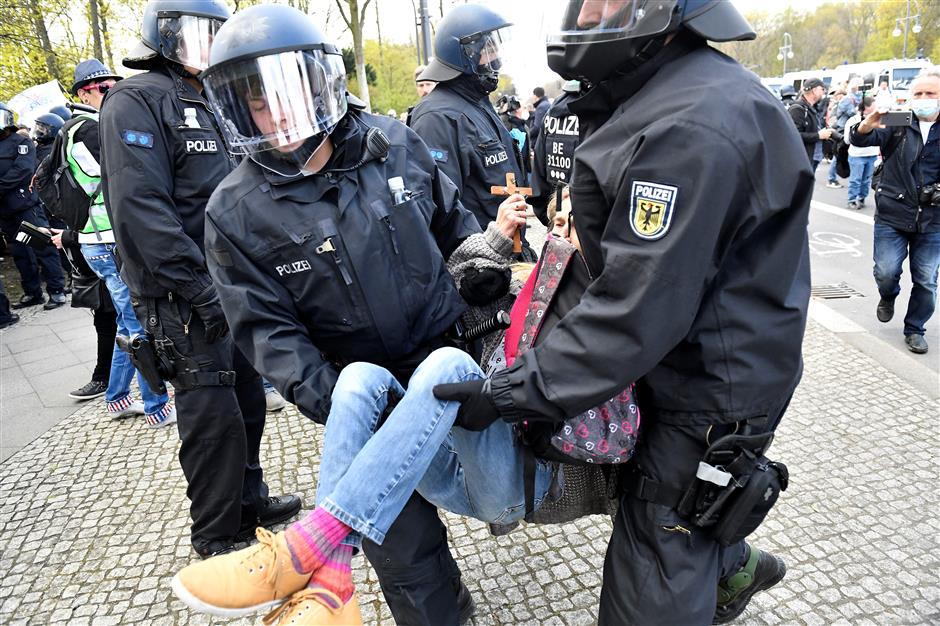 Police, protesters clash in Berlin over disputed law
