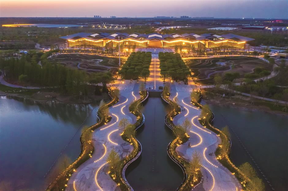 Chongming blossoms with color as China Flower Expo host