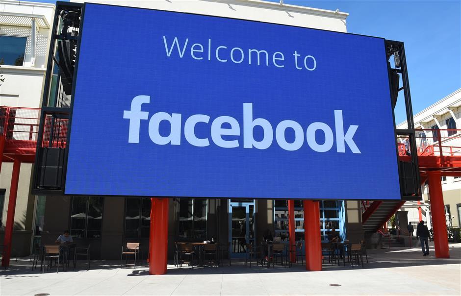 Apple, Facebook deliver more blockbuster profits for tech